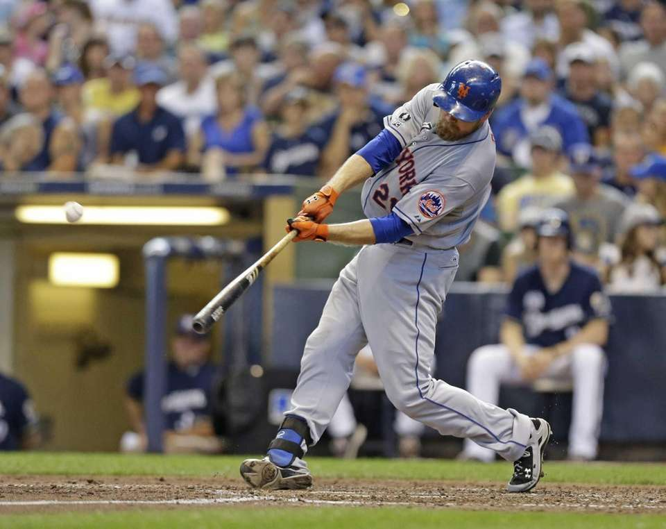 The Mets' Lucas Duda hits a two-run home