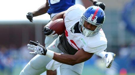 Giants running back Rashad Jennings runs the ball