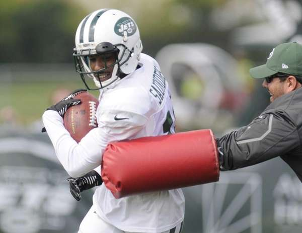 Jets wide receiver Jalen Saunders runs a drill