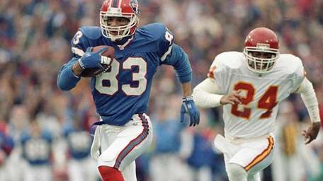 Buffalo Bills wide receiver Andre Reed runs with