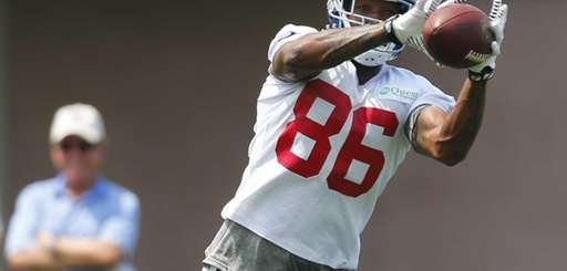 Mario Manningham catches a pass during training camp