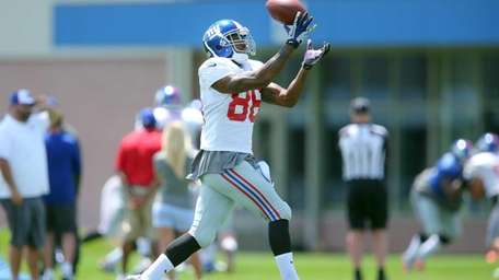 Giants wide receiver Mario Manningham makes a catch