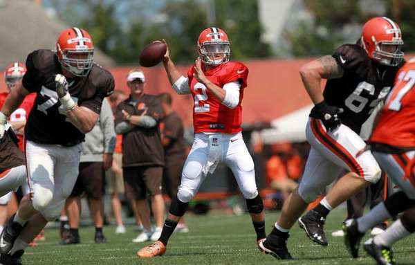 Cleveland Browns quarterback Johnny Manziel looks to throw