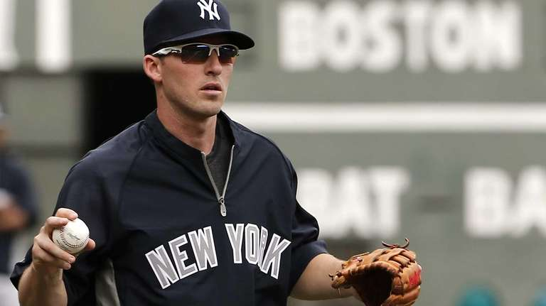 Yankees' Stephen Drew warms up before the Yankees'
