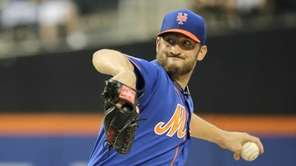 Mets starting pitcher Jonathon Niese throws a pitch