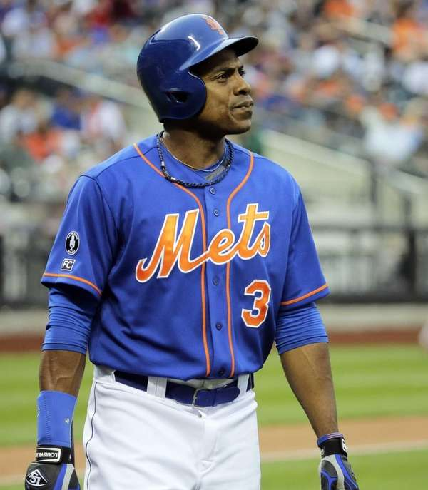 Mets rightfielder Curtis Granderson reacts as he walks