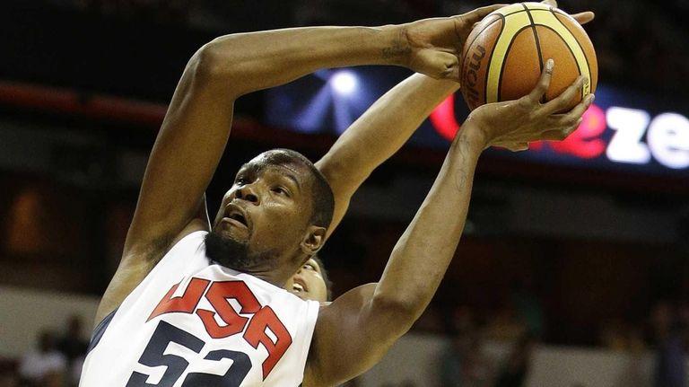 The Oklahoma City Thunder's Kevin Durant (52) goes