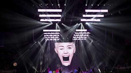 Miley Cyrus, touring on her