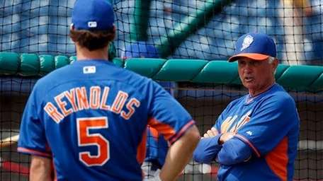 Mets prospect Matt Reynolds talks with manager Terry