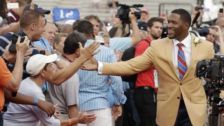 Hall of Fame Inductee Michael Strahan greets fans