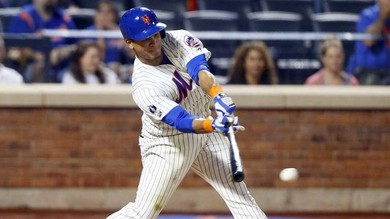 The Mets' Juan Lagares connects on a seventh