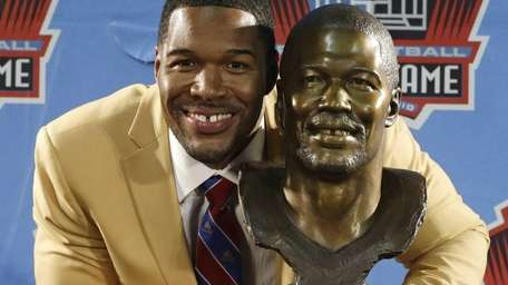 Hall of Fame inductee Michael Strahan poses with