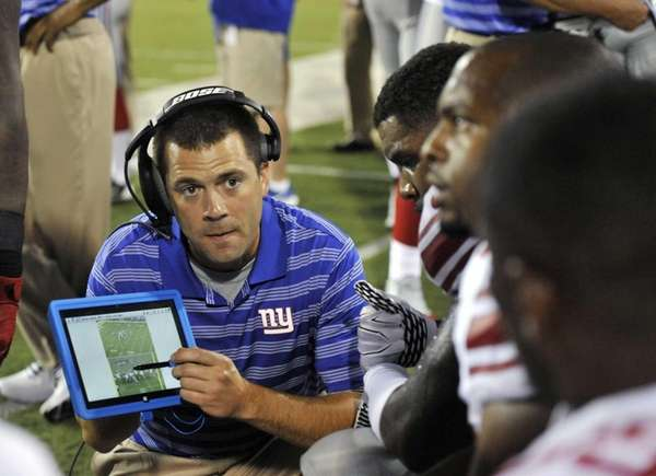 Giants tight ends coach Kevin Gilbride Jr. uses