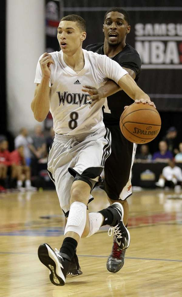 Minnesota Timberwolves' Zach LaVine drives by the Chicago
