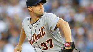Max Scherzer #37 of the Detroit Tigers delivers