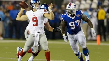 Giants quarterback Ryan Nassib passes while under pressure