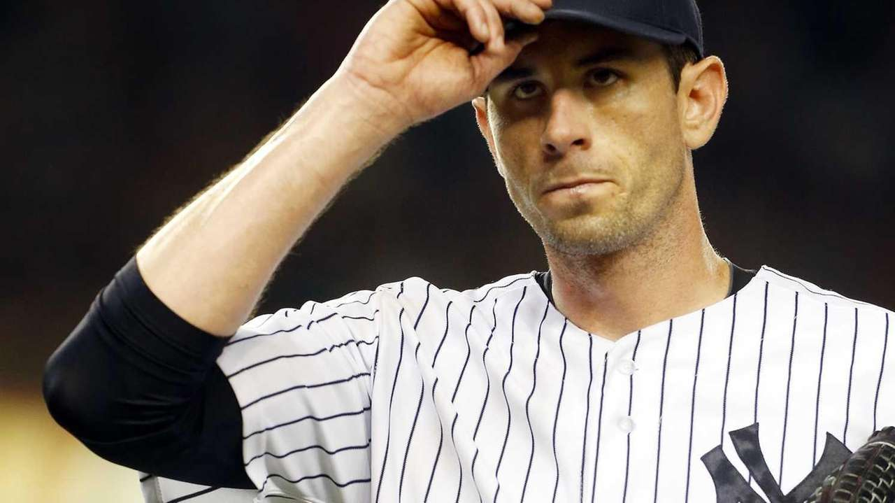 Brandon McCarthy of the Yankees tips his cap