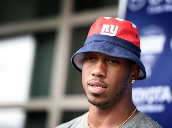 Giants' WR Rueben Randle talking with the media