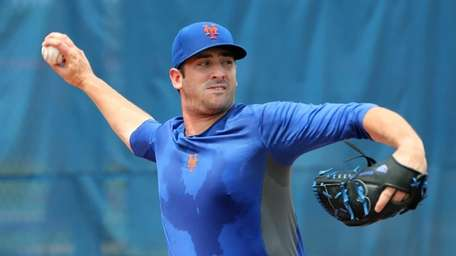 Mets pitcher Matt Harvey works out at the