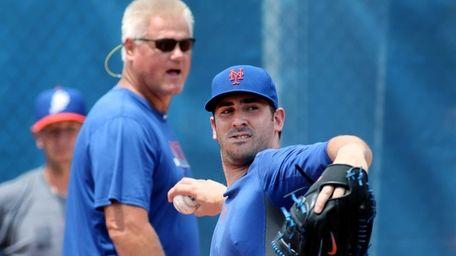 Mets pitcher Matt Harvey, left, works out as