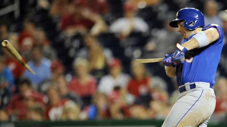 Mets' David Wright breaks his bat during the