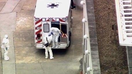 An ambulance arrives with Ebola victim Dr. Kent