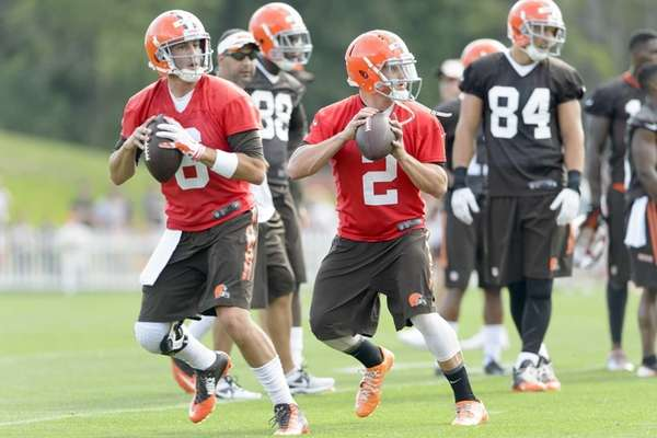 Quarterbacks Brian Hoyer #6 and quarterback Johnny Manziel