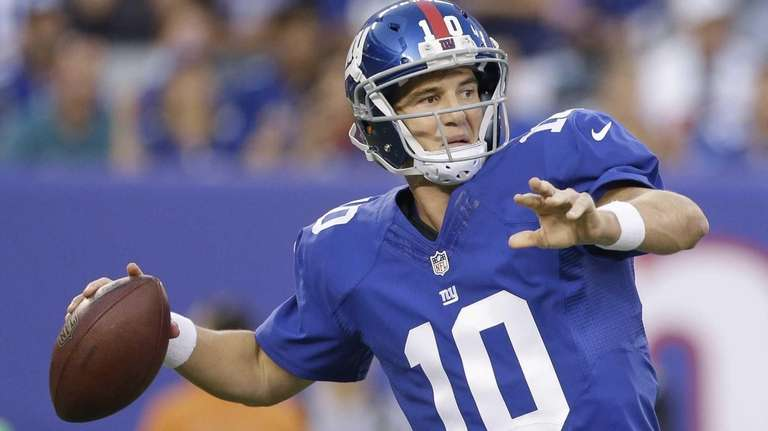 Giants quarterback Eli Manning throws against the Pittsburgh