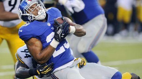Giants running back Rashad Jennings (23) is hit