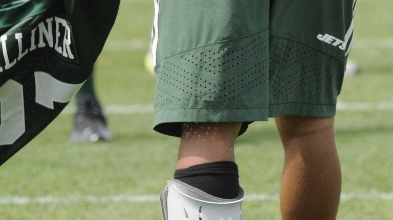 Jets cornerback Dee Milliner (27), with ankle splint,