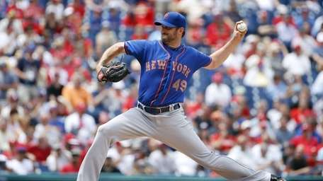 Mets starter Jonathon Niese pitches during the third