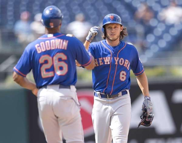 Mets leftfielder Matt den Dekker gives a fist