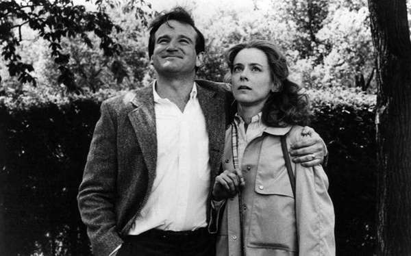 Robin Williams and Mary Beth Hurt in the