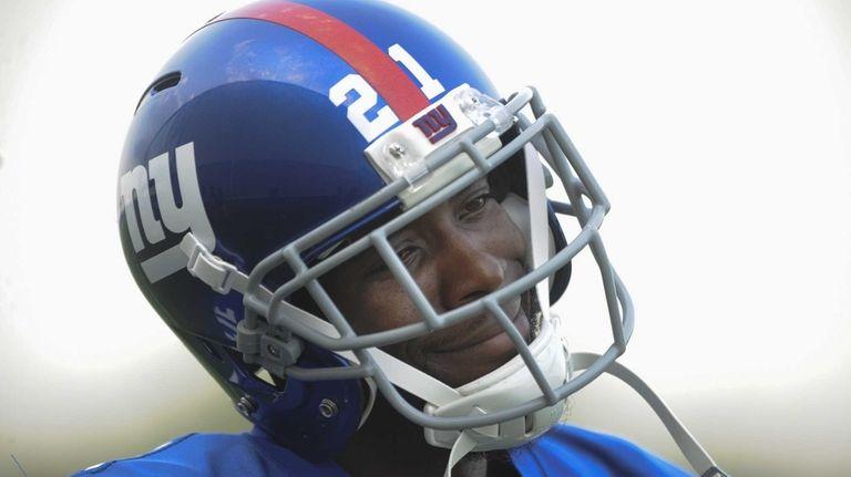 Giants corner back Dominique Rodgers-Cromartie walks off the