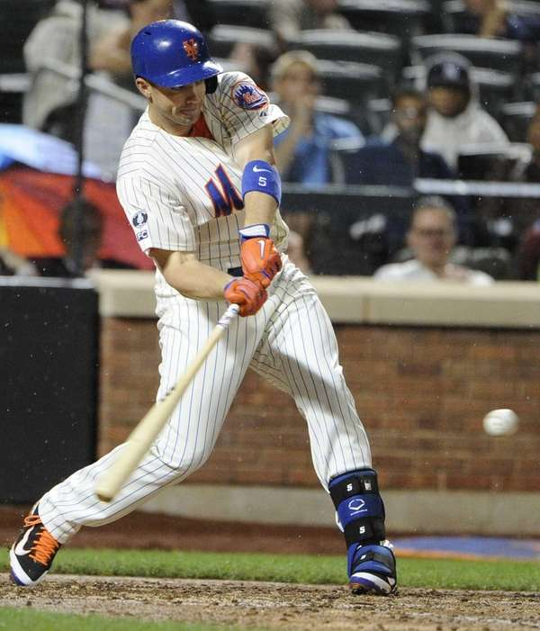 The Mets' David Wright singles against the Washington