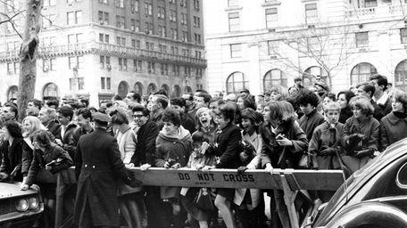 Fans outside New York's Plaza Hotel hopes for