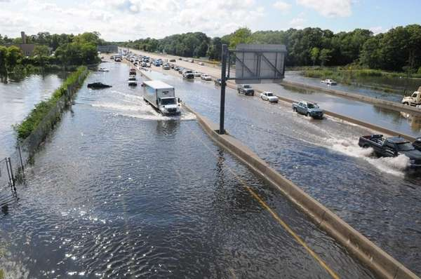 Sunrise Highway remains closed in both directions due