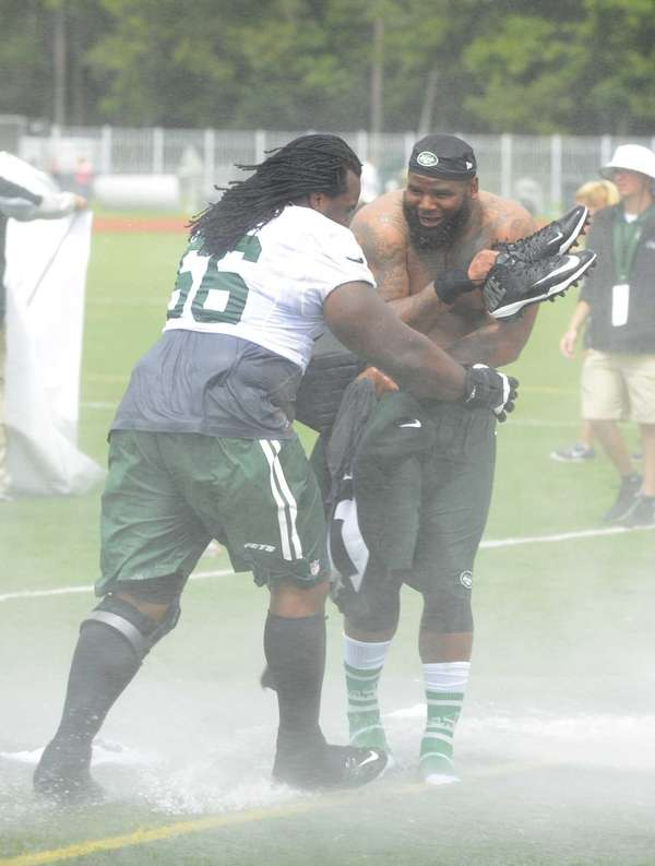 The Jets' Willie Colon, left, pushes Sheldon Richardson