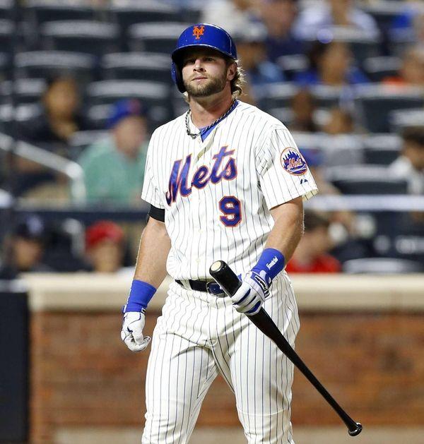 Pinch hitter Kirk Nieuwenhuis of the Mets walks
