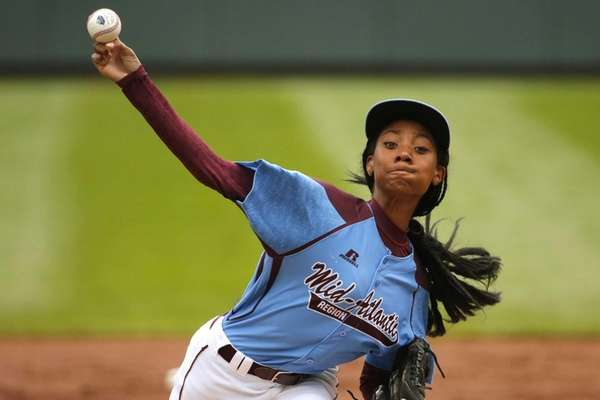 Pennsylvania's Mo'Ne Davis delivers in the first inning