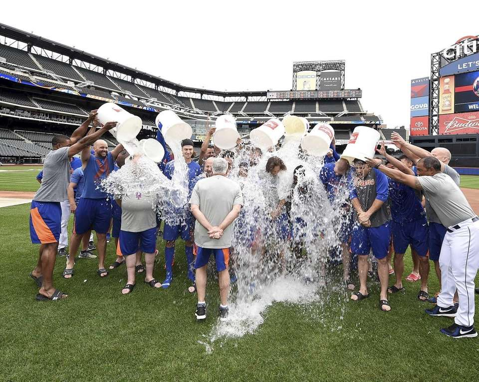 The Mets accept the ALS Ice Bucket Challenge