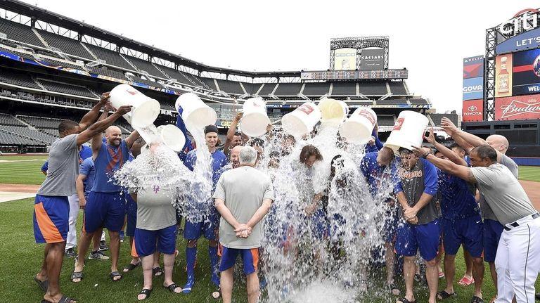 The Mets accept the ALS Ice Bucket Challenge