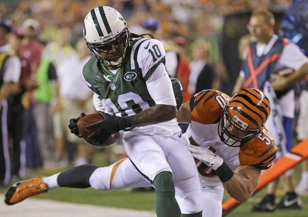 Jets wide receiver Clyde Gates scores past Cincinnati