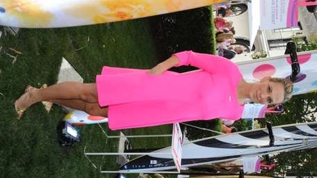 Molly Sims attends the Breast Cancer Research Foundation's