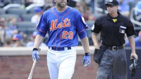 The Mets' Eric Campbell walks back to the