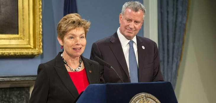 Loree Sutton, center, thanks Mayor Bill de Blasio