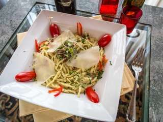 Cinque Terre in Huntington Station serves a tightly