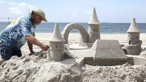Andrew Gertler, from Sand Sculpt USA, builds his