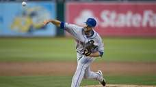 Dillon Gee of the Mets pitches against the