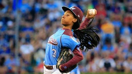 Mo'ne Davis of Pennsylvania pitches to a Nevada